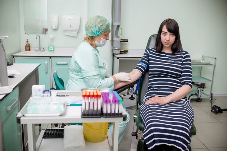 Наши героини прошли предварительную консультацию специалиста, отважно поделились своей кровью и узнали оценку метаболических процессов своего организма.