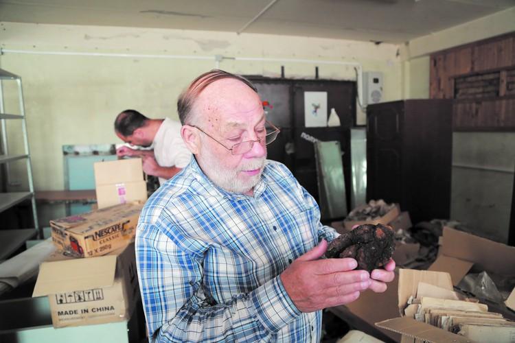 Над архивом Юрия Лавбина работают сейчас красноярские исследователи, изучая, в том числе и камни, найденные им