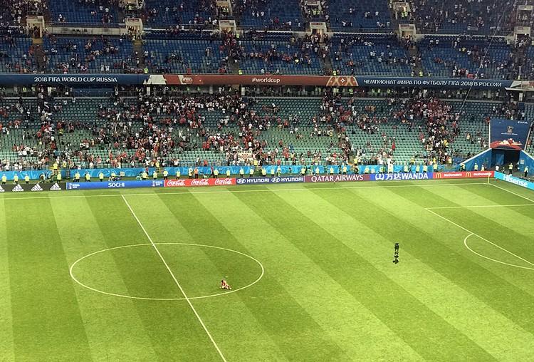 Федор Смолов еще долго после окончания матча сидел на поле один. Фото: Владислав Воронин/sports.ru