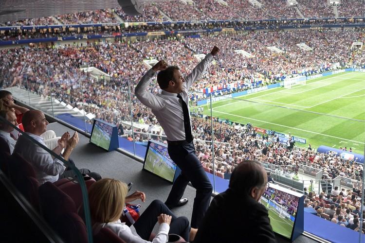 Президент Франции отмечает победу сборной. Фото: Алексей Никольский/пресс-служба президента РФ/ТАСС