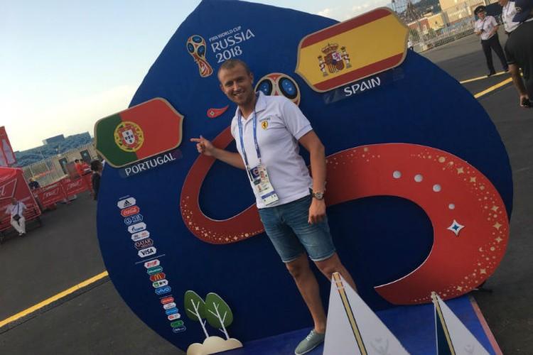 Григорий Гриценко перед матчем Португалия-Испания. Фото: личный архив Григория Гриценко.