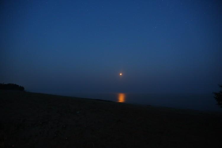 """""""Кровавая луна"""" над Баргузинским заливом на Байкале в Бурятии"""