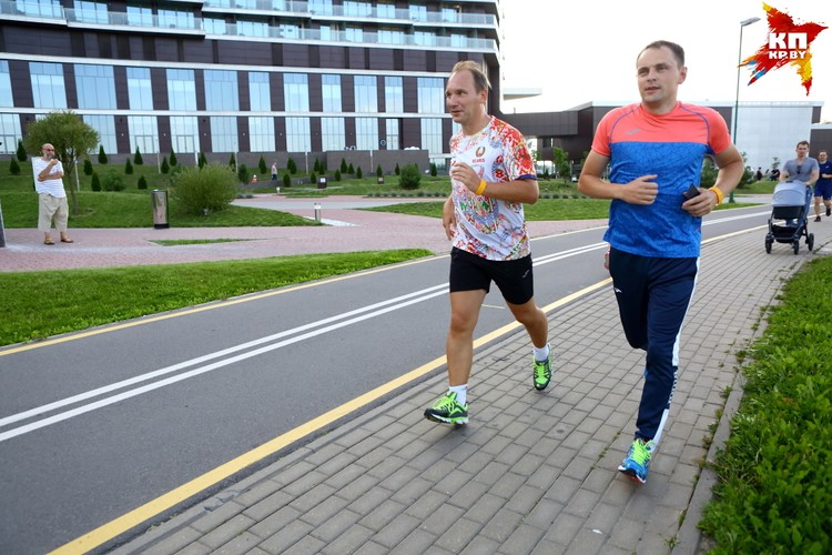 Андрей Унтон, генеральный директор РУП «Белорусская национальная перестраховочная организация» и Дмитрий Ермоленко, руководитель ООО «Joma-Sport».