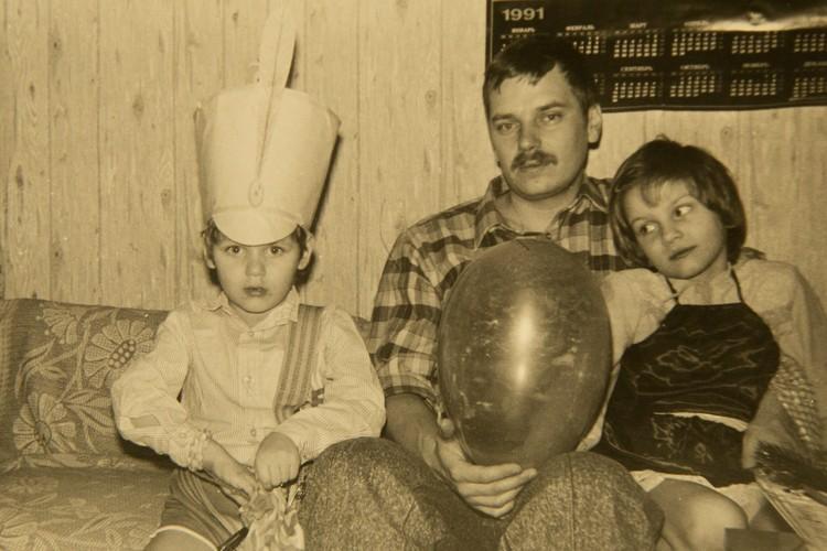 С детьми Василий не сюсюкал, но часто привлекал к совместным делам. Фото: Из семейного архива. Пересъемка: Александр ГЛУЗ