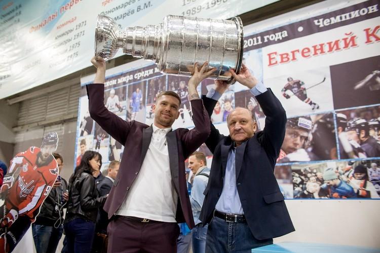 Кузнецов с первым тренером Владимиром Ивановичем Шабуниным.