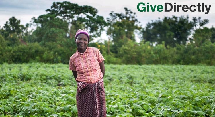 Девушка Риспа из Кении. На страничке благотворительного фонда указано, что свои деньги она потратила на покупку двух коров и строительство загона для коз. Сейчас она выращивает кукурузу и бобы. ФОТО Facebook GiveDirectly