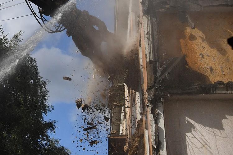 В столице начался разбор первой хрущевки по реновации