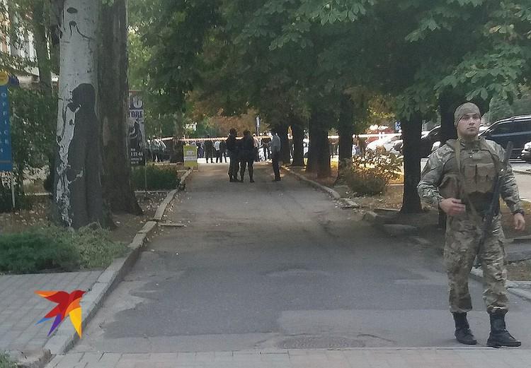 Место взрыва оцеплено спецподразделениями ДНР. ФОТО: Комсомольская правда Донецк