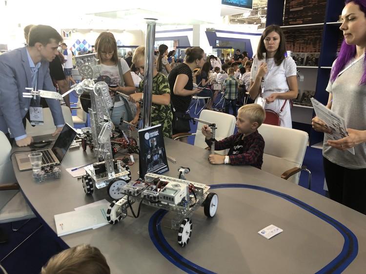 Новые образовательные технологии позволяют создавать удивительные вещи и делать их доступными хоть в Урюпинске, хоть в Южно-Сахалинске.