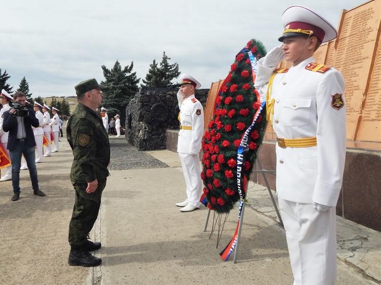 В митинге принял участие министр обороны Владимир Кононов.