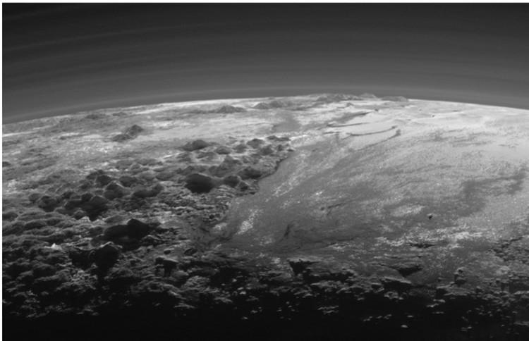 """Долины и горы Плутона: снимок с зонда """"Новый горизонты"""""""
