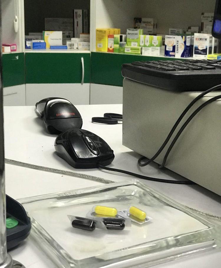 Строго рецептурные препараты продают обычно уже расфасованными по дозам. Естественно без чека и упаковки