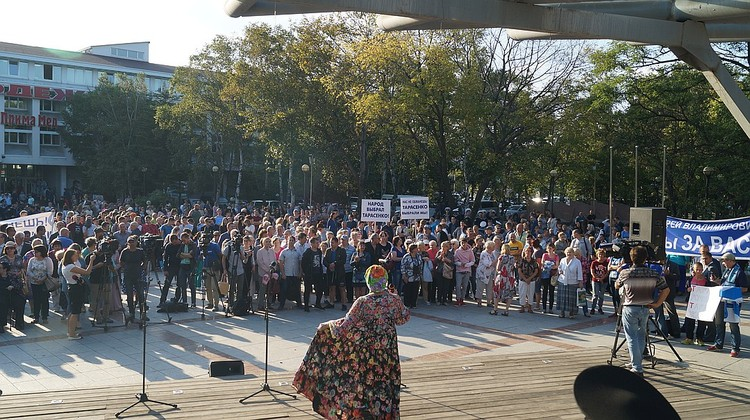 Так же во Владивостока сегодня прошла акция в поддержку Тарасенко