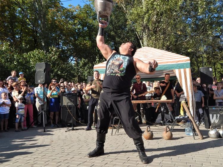 Дмитрий Халаджи с легкостью поднимал огромные гири