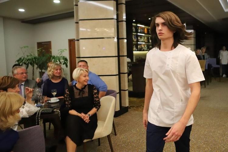Гости смогли посмотреть показ модной медицинской одежды. Фото: Валерий КЛАММ.