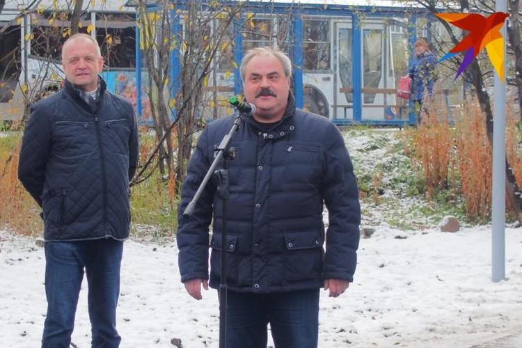 На улице царил пронизывающий холод: потеплее оделись как мурманчане, так и главы города.