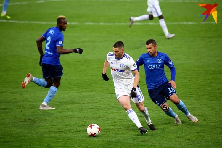 Сергей Кисляк преследует Олега Веретило.