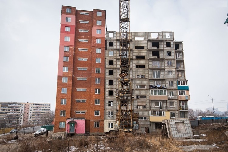 Жильцы сетуют: когда появился Ищенко, все работы прекратились. Фото: newsvl.ru