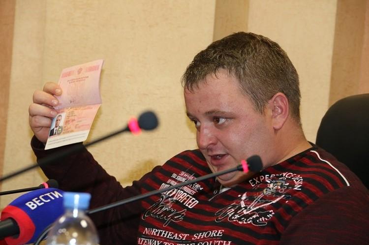 Павел Чмыхалов попал в Крым по российскому загранпаспорту