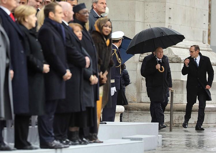 Появление Владимира Путина на памятном мероприятии у Триумфальной арки.