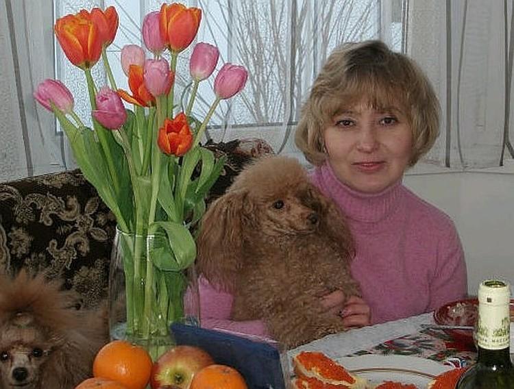 Галина Юшканцева и спорные той-пудели. Всего их было три: один - собственный Галинин, два других принадлежали покойной Татьяне, которая просила подругу позаботиться о собаках.