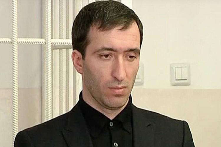 Расул Аджиев дважды пытался раскаяться в содеянном. Во второй раз он сообщил следователям, что заказчиком убийства был высокопоставленный чиновник