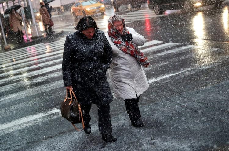 Первый снегопад в Нью-Йорке вызвал транспортный коллапс