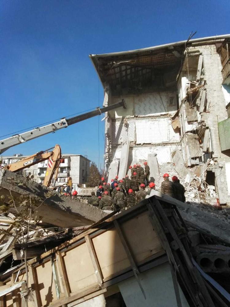 Разбор завалов на месте ЧП продолжается Фото: МЧС Азербайджанской республики