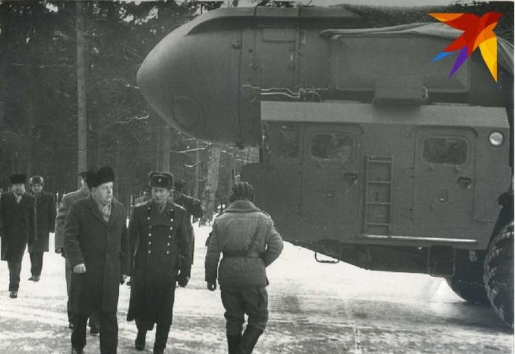 Как только Беларусь стала независимой, зимой 91-го-92 годов Станислав Шушкевич отправился ознакомиться с пусковыми установками с ядерными ракетами и боеголовками. Фото: личный архив.