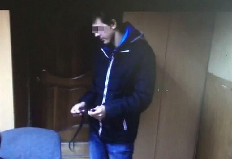 Дмитрий показал, как убивал Анастасию Хроленко на следственном эксперименте. Фото: оперативная съёмка
