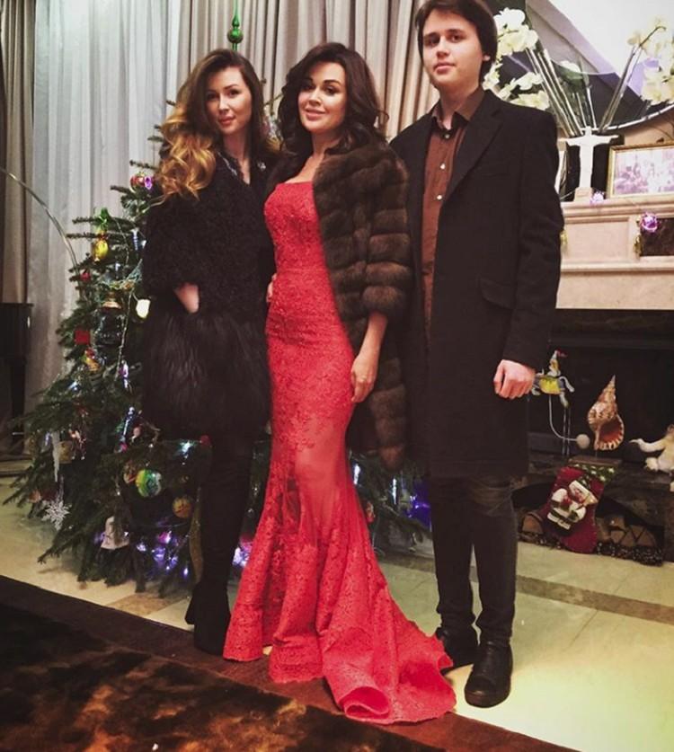 На прошлый Новый год Анна приезжала к маме в Москву
