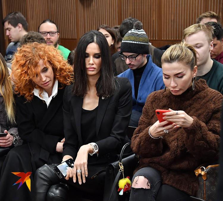 Алана Мамаева явилась в суд в сопровождении бойких подружек