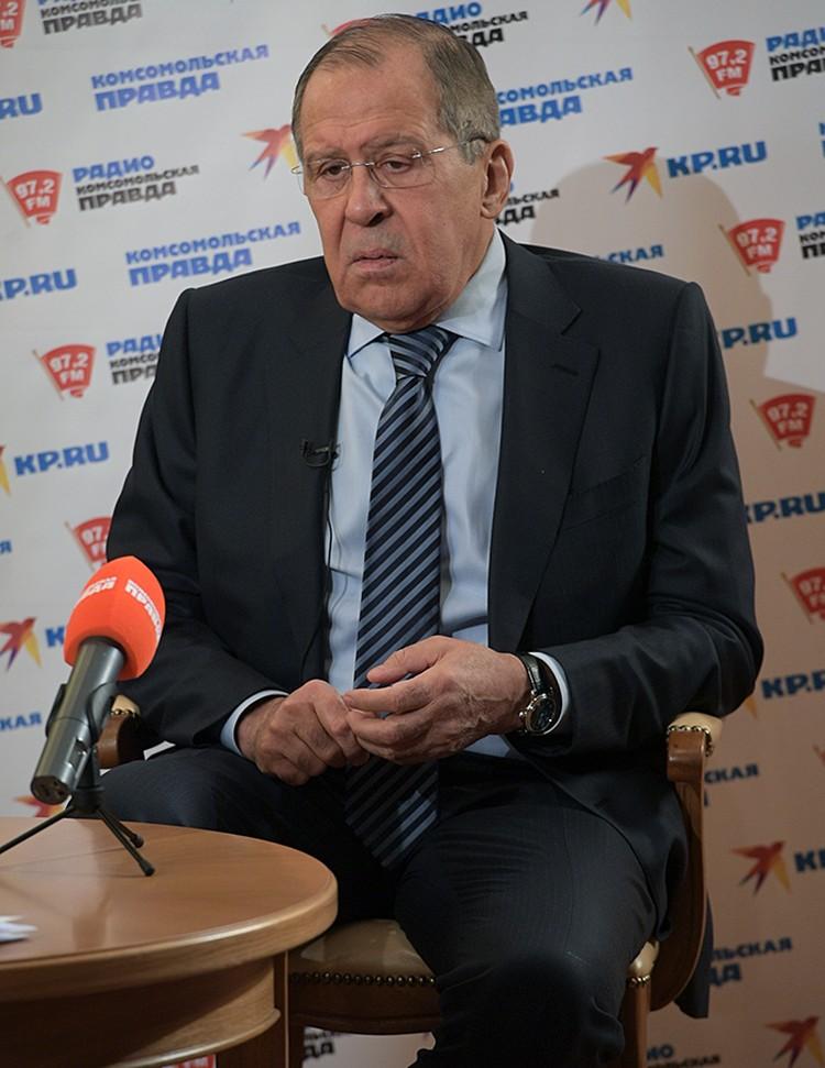 Министр иностранных дел в течение полутора часов отвечал на вопросы корреспондентов и читателей «КП»