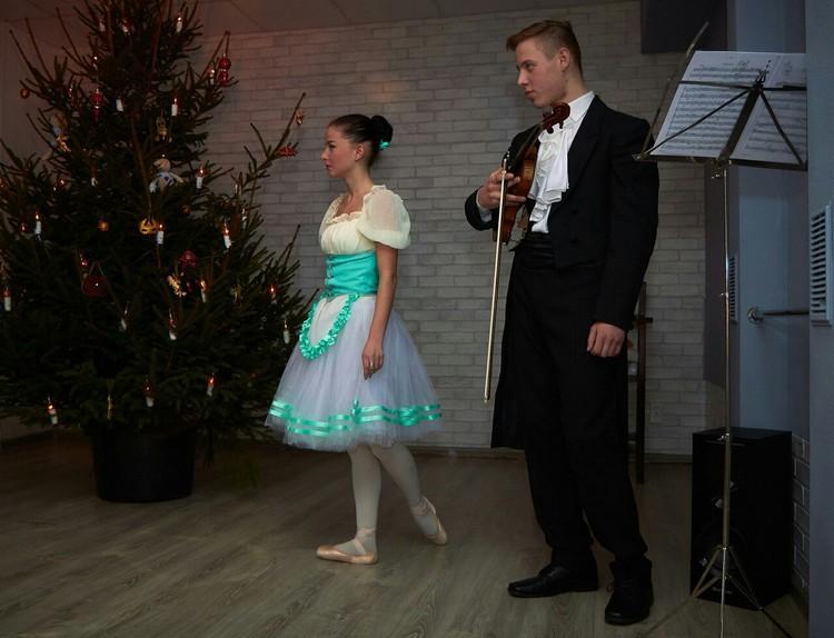 Винтажная елка - это танцы, мастер-классы, подарки ручной работы и живая музыка