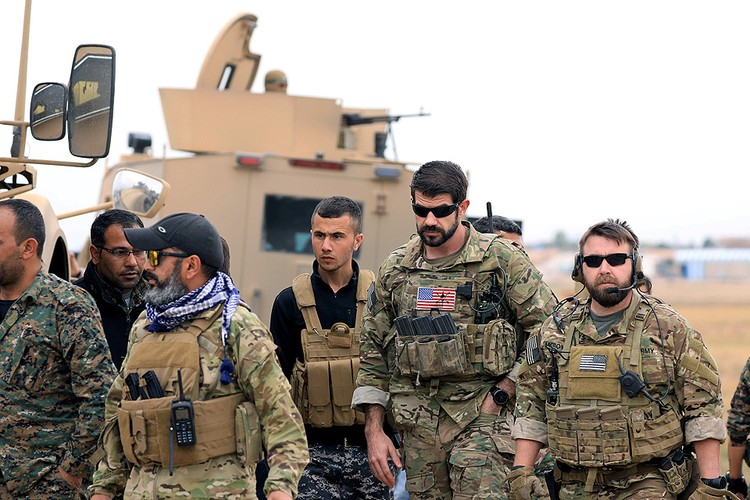 Американские военные в городе Эль-Хасака на северо-востоке Сирии, ноябрь 2018 года.