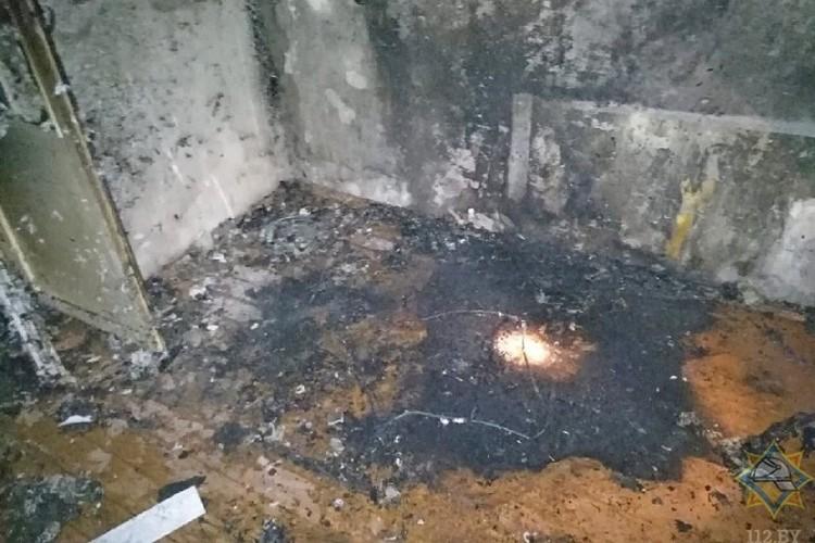 В огне пострадало имущество, квартира сильно закопчена. Фото: МЧС.