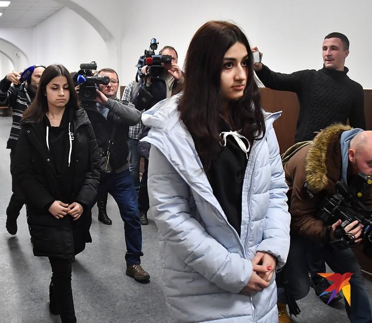 Суд продлил прежнюю меру пресечения сестрам Хачатурян.