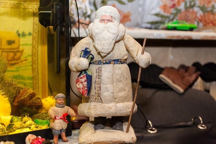 Выяснилось, что на аукционах коллекционеры готовы выложить по несколько тысяч за раритетные елочные игрушки
