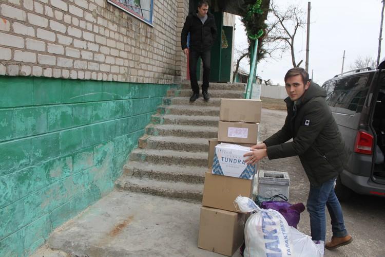 Передали одежду, обувь и игрушки жителям прифронтового Зайцево