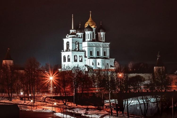 В Пскове в ближайшие дни пройдут танцевальные встречи, фестиваль огня и света, театрализованные представления. Фото: Дмитрий Назаров.