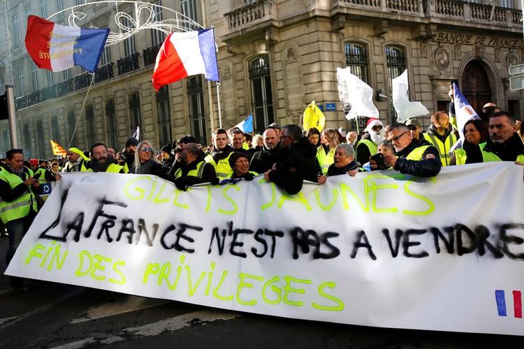 B 2019 году продолжения маршей «жёлтых жилетов» желают 55% французов.