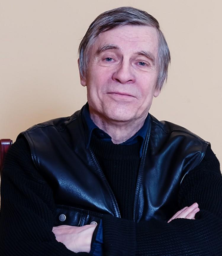 Валерий Персиков - Пока я наблюдаю, как спектакль понемногу начинает жить своей жизнью. Фото: ТАТД