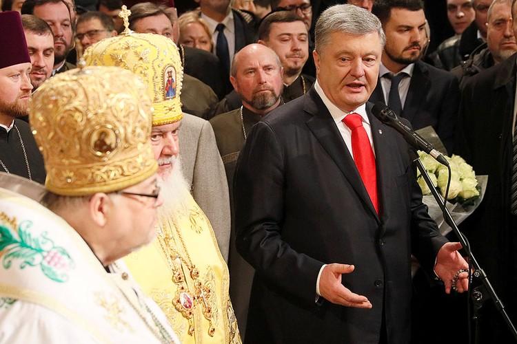 История с томосом добавила к рейтингу Порошенко несколько процентов.