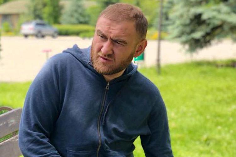 Сенатор Арашуков пожаловался Мосгорсуду на то, что в СИЗО он находится в двухместной камере с террористом.