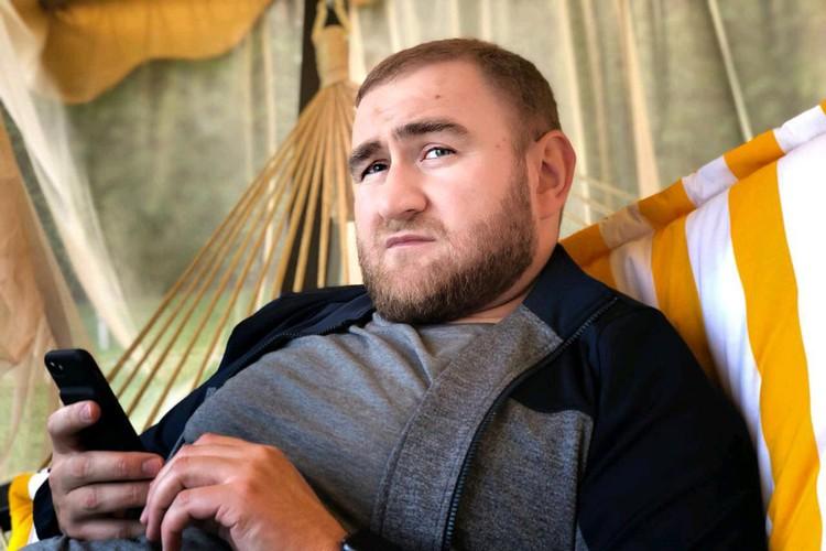 Рауфу Арашукову вменяют ряд тяжких преступлений: участие в преступной группировке и убийство двух человек.