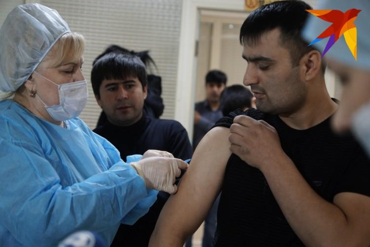 Всего медики привезли 450 порций вакцины.