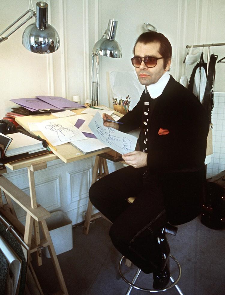 Несмотря на то, что свое состояние Лагерфельд сделал в индустрии моды, о ней самой он мог отзываться крайне иронично