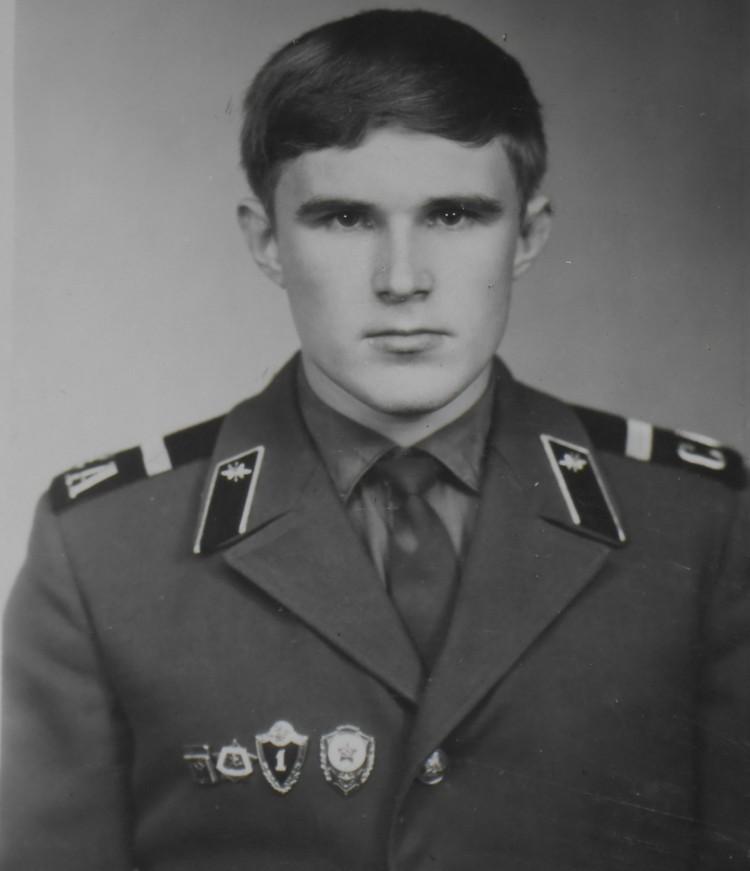 На парадке - стандартный набор значков: Отличник Советской Армии, знак специалиста 1 класса, ВСК 1 ступени. И еще - значок 1 разряда по классической борьбе.