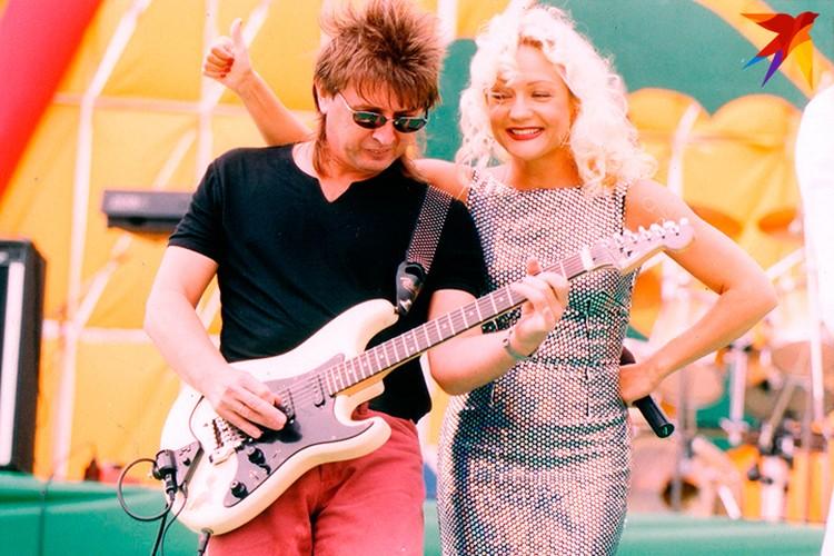 """2001 год. С гитаристом группы """"Летний сад"""" Игорем Каблуковым."""