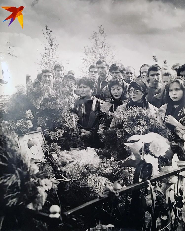 Похороны погибших туристов. Фото из архива Галины Бапановой